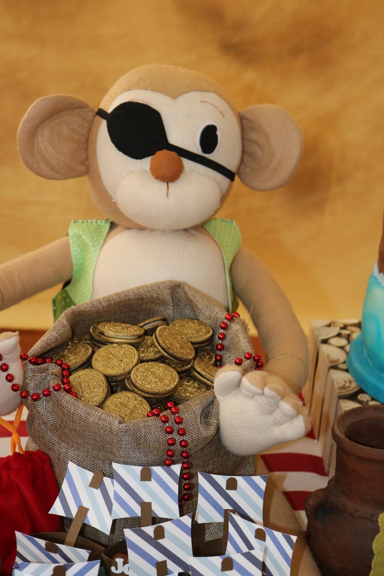 Mono hecho a mano Pirata con saco de monedas de oro.