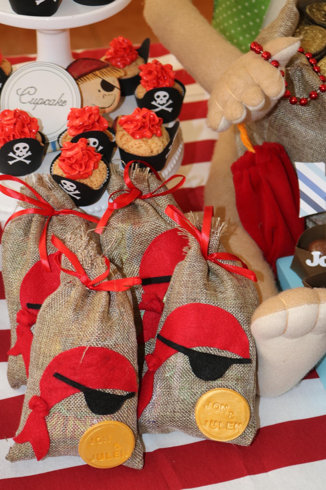"""Bolsitas """"el pirata"""" con monedas de oro personalizadas."""